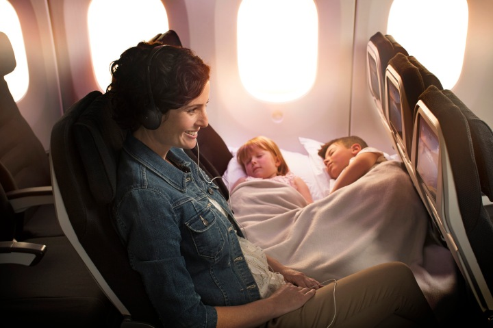 Boeing-787-9-Skycouch-Mum-with-Kids-Sleeping